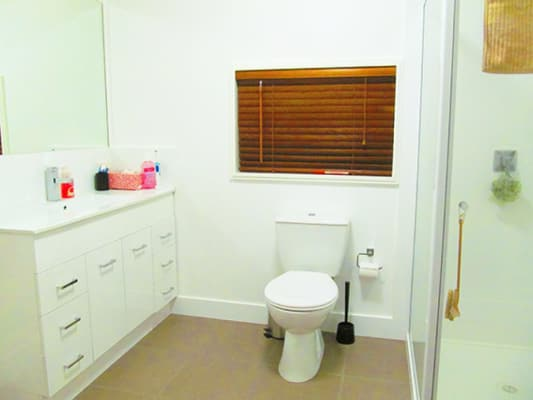 $220, Share-house, 2 bathrooms, Melinda Street, Southport QLD 4215