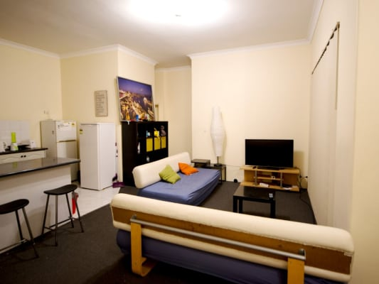 $190, Flatshare, 2 bathrooms, Myrtle Street, Chippendale NSW 2008