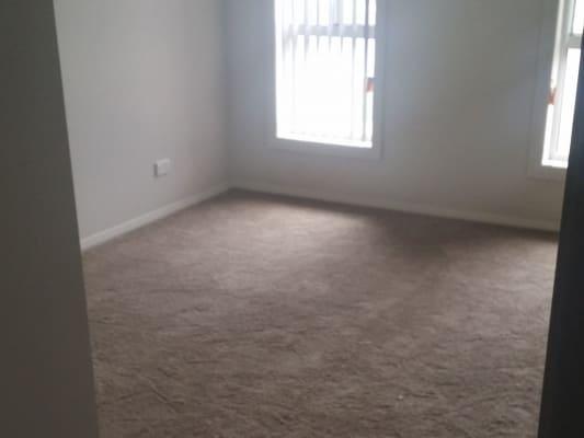 $180, Share-house, 3 bathrooms, Portsea , Cameron Park NSW 2285