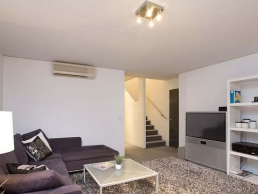 $300, Flatshare, 3 bathrooms, Robertson St, Fortitude Valley QLD 4006