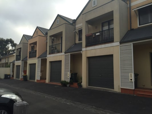 $225, Share-house, 2 bathrooms, Taylor Mews, Kensington VIC 3031