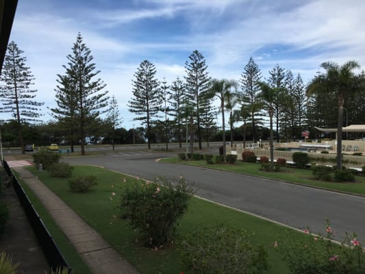 $200, Flatshare, 2 bathrooms, The Esplanade, Burleigh Heads QLD 4220