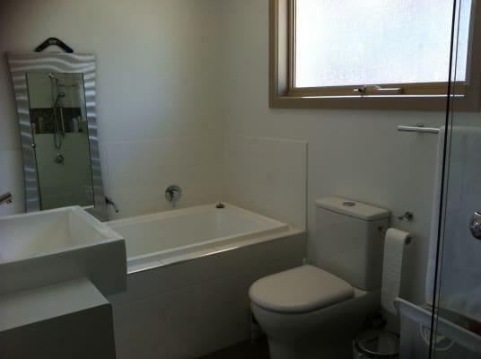 $180, Share-house, 3 bathrooms, Loyola Avenue, Brunswick VIC 3056