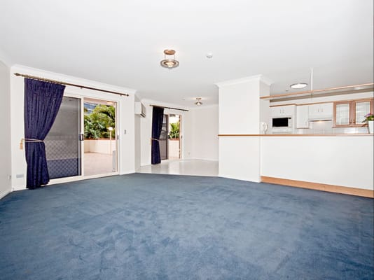 $210, Flatshare, 2 bathrooms, Shafston Avenue, Kangaroo Point QLD 4169