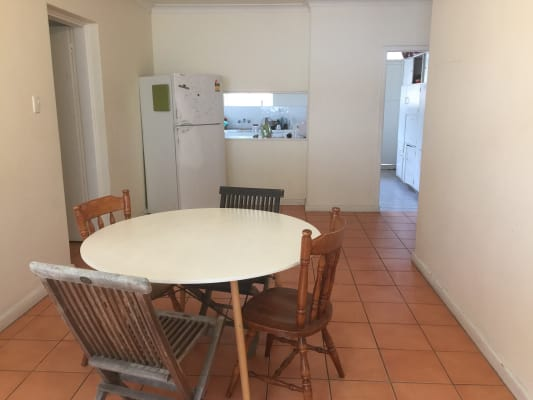 $140, Flatshare, 3 bathrooms, Fortescue Street, Spring Hill QLD 4000