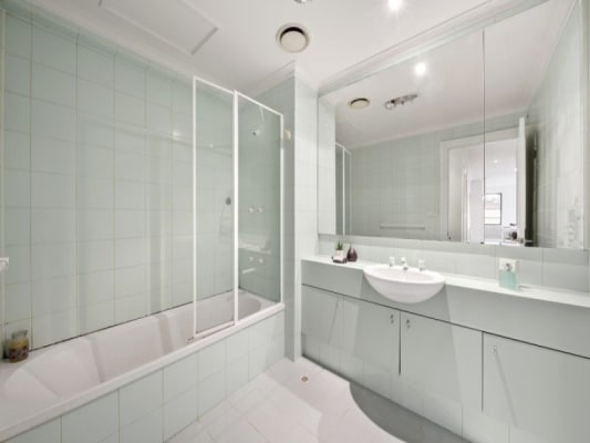 $240, Flatshare, 3 bathrooms, Toorak Road, South Yarra VIC 3141