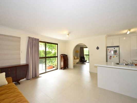 $250, Flatshare, 2 bathrooms, Colton Street, Highgate Hill QLD 4101