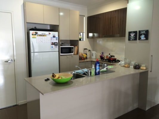 $210, Flatshare, 2 bathrooms, Gordon St, Greenslopes QLD 4120