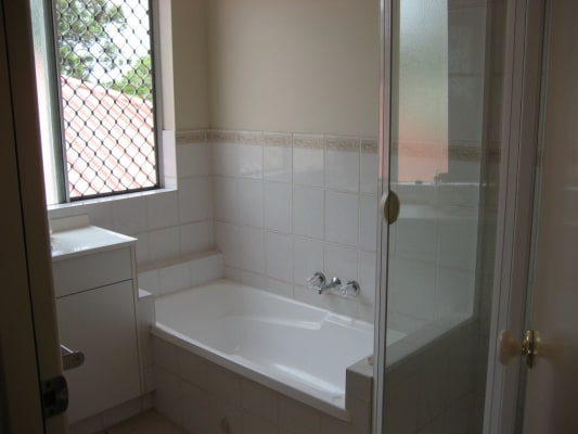 $160, Share-house, 3 bathrooms, Hansford Road, Coombabah QLD 4216
