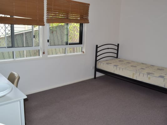 $210, Share-house, 6 bathrooms, Hawken Drive, Saint Lucia QLD 4067