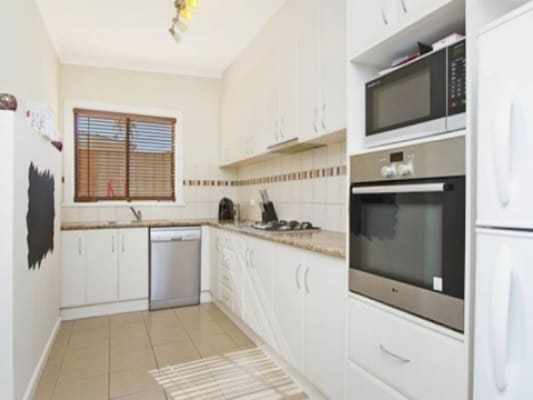 $160, Share-house, 3 bathrooms, Kirby Street, Golden Square VIC 3555