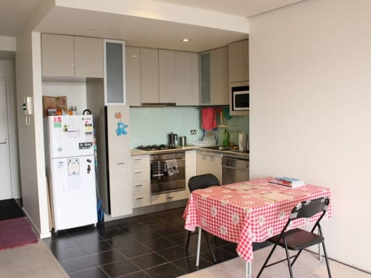 $180, Flatshare, 2 bathrooms, La Trobe St, Melbourne VIC 3000