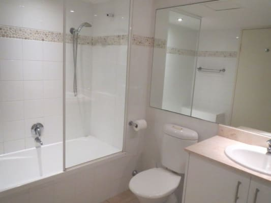 $275, Flatshare, 2 bathrooms, Northcliffe Tce, Surfers Paradise QLD 4217