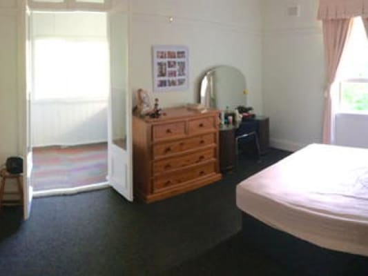 $350, Flatshare, 2 bathrooms, Oxford St, Paddington NSW 2021
