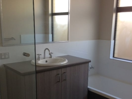 $140, Share-house, 5 bathrooms, Sleight Street, Saint James WA 6102