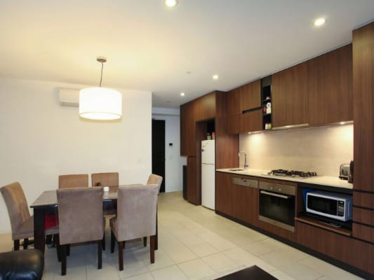 $270, Flatshare, 2 bathrooms, Toorak Road, South Yarra VIC 3141