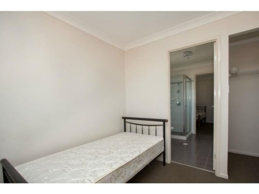 $140, Share-house, 6 bathrooms, West Street, Kearneys Spring QLD 4350