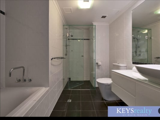 $300, Flatshare, 2 bathrooms, Woodroffe Avenue, Main Beach QLD 4217