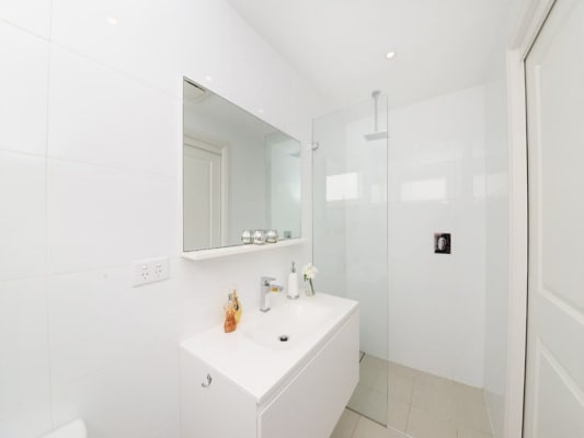 $375, Share-house, 2 bathrooms, A Street, Woolloomooloo NSW 2011