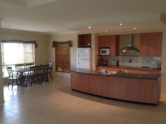 $180, Share-house, 4 bathrooms, Berghoffer Drive, Highfields QLD 4352