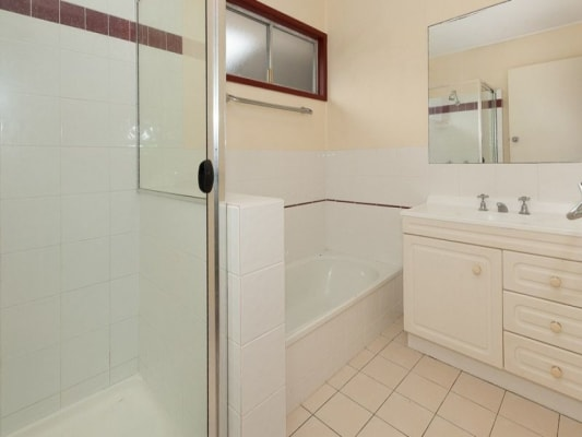 $140, Share-house, 4 bathrooms, Burbong Street, Indooroopilly QLD 4068