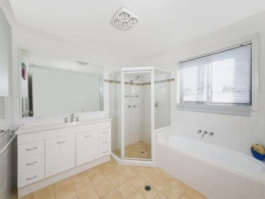 $200, Share-house, 5 bathrooms, Crestwood Drive, Molendinar QLD 4214