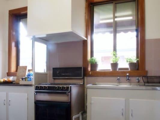 $200, Granny-flat, 1 bathroom, Dunlop Avenue, Ascot Vale VIC 3032