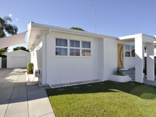 $190, Share-house, 3 bathrooms, Gordon Street, Labrador QLD 4215