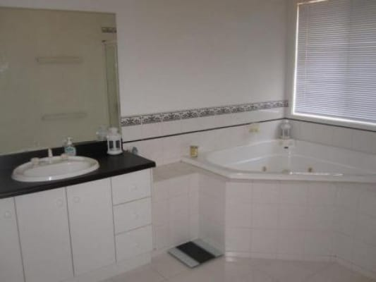 $300, Share-house, 5 bathrooms, Herriotts Bvd, Glen Waverley VIC 3150