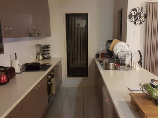 $180, Share-house, 3 bathrooms, Houthem Street, Camp Hill QLD 4152