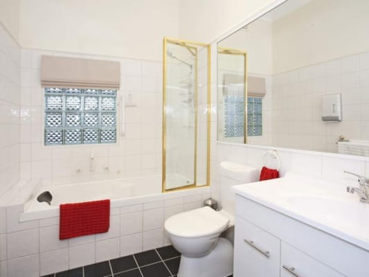 $150, Share-house, 3 bathrooms, Mont Albert Road, Geelong VIC 3220