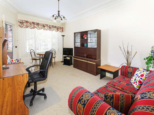 $325, 1-bed, 1 bathroom, Garratt Avenue, Fairy Meadow NSW 2519
