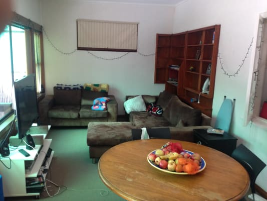 $285, Share-house, 4 bathrooms, Stewart Avenue, Curl Curl NSW 2096