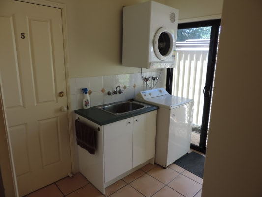 $195, Student-accommodation, 1 bathroom, Aroona Avenue, Buddina QLD 4575