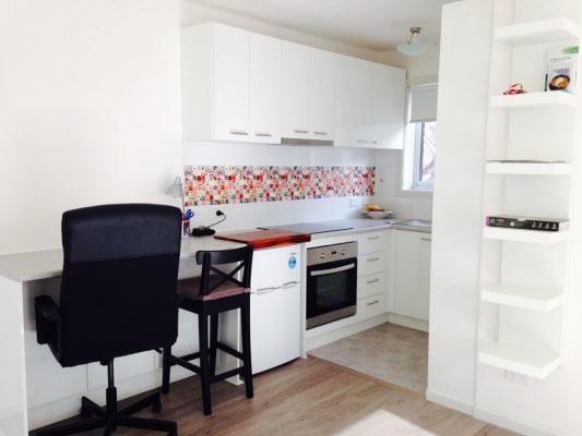 $420, Studio, 1 bathroom, Dalgety Street, Saint Kilda VIC 3182