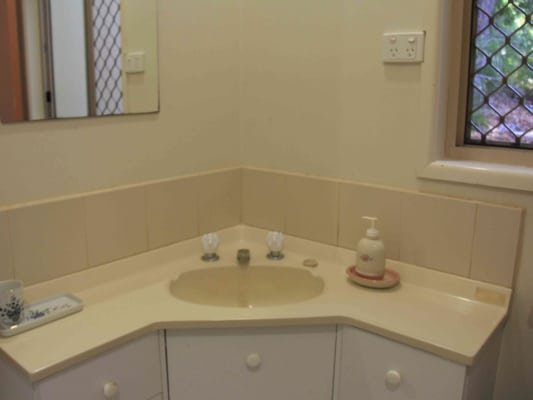 $320, Studio, 1 bathroom, Lawnton St, Daisy Hill QLD 4127