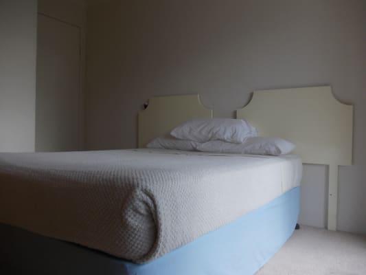 $180, Flatshare, 3 bathrooms, Markwell Avenue, Surfers Paradise QLD 4217