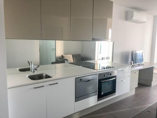 $490, 1-bed, 1 bathroom, Spencer Street, Melbourne VIC 3000