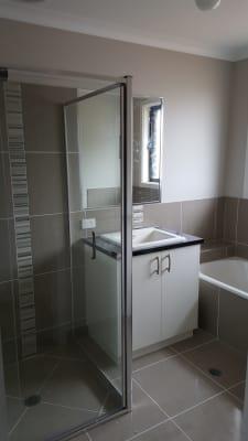 $170, Homestay, 3 bathrooms, Friarbird Way, Thurgoona NSW 2640