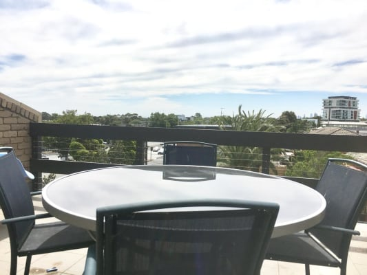 $220-300, Flatshare, 2 rooms, Nepean Highway Service Road, Elsternwick VIC 3185, Nepean Highway Service Road, Elsternwick VIC 3185