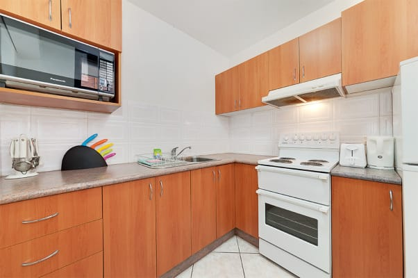 $450, Studio, 1 bathroom, Hall Street, Bondi Beach NSW 2026