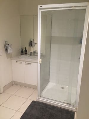 $180, Flatshare, 2 bathrooms, Caron Close, Hallam VIC 3803