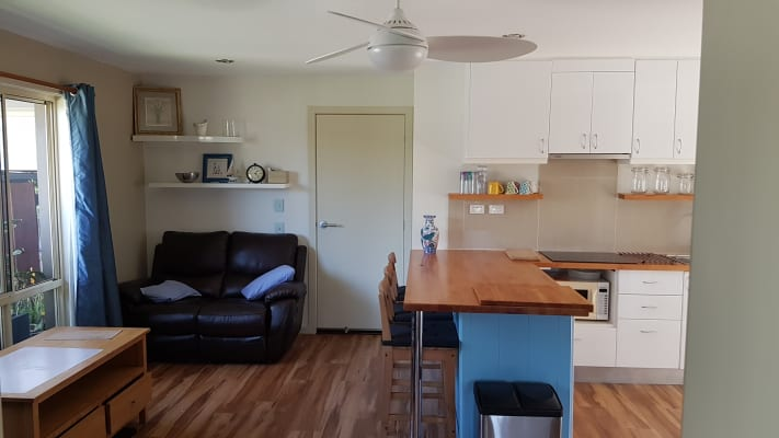 $400, Granny-flat, 2 bathrooms, Pintail Crescent, Burleigh Waters QLD 4220