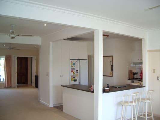 $180, Homestay, 4 bathrooms, Circle Drive North, Cranbourne VIC 3977