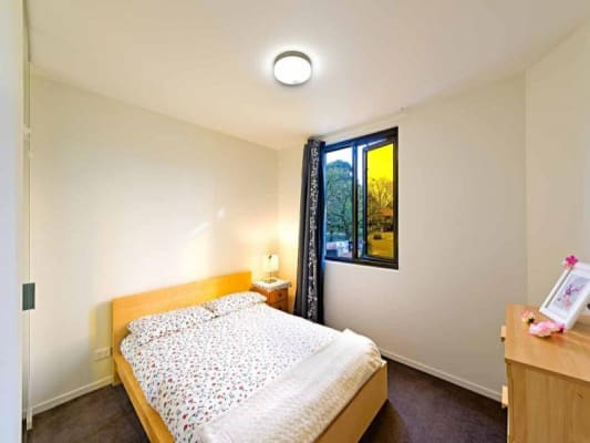$400, 1-bed, 1 bathroom, Cemetery Road East, Carlton VIC 3053