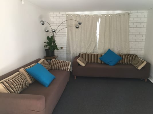$215, Share-house, 2 bathrooms, Mountbatten Avenue, Main Beach QLD 4217