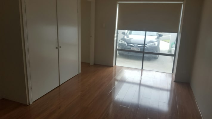 $250, Granny-flat, 1 bathroom, Iragana Street, Hope Island QLD 4212