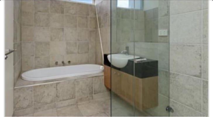 $250, Share-house, 3 bathrooms, Nepean Hwy, Bonbeach VIC 3196