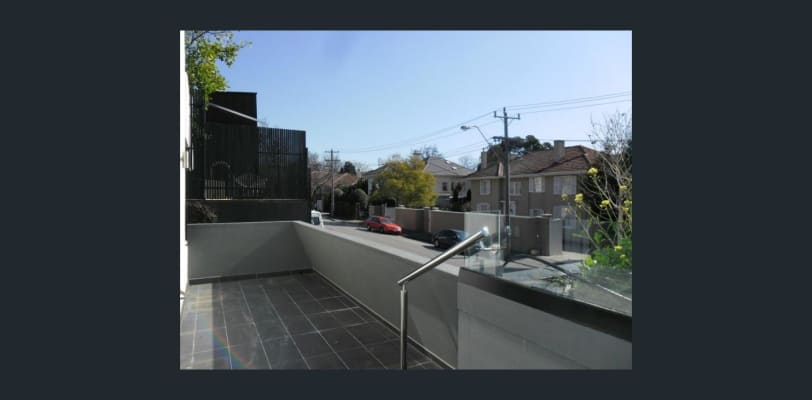 $300, Flatshare, 2 bathrooms, Domain Road, South Yarra VIC 3141