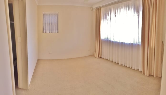 $390, Flatshare, 3 bathrooms, The Crescent, Manly NSW 2095